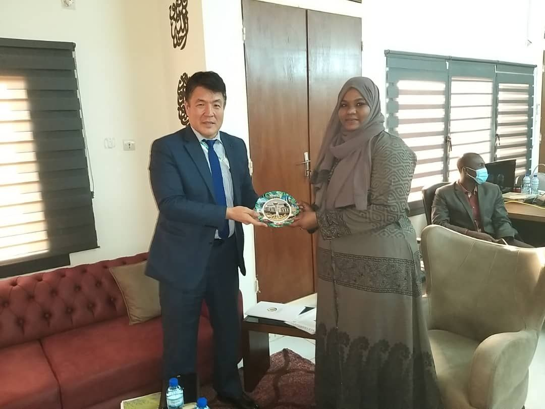 Director General of IOFS held a number of meetings in Niamey, Republic of Niger during the trip to participate in the 47th session of the OIC CFM